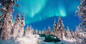 Kakslauttanen-glass-igloos-Northern-Lights-3-2000x1030