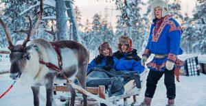 Kakslauttanen-reindeer-safari-1-2000x1030